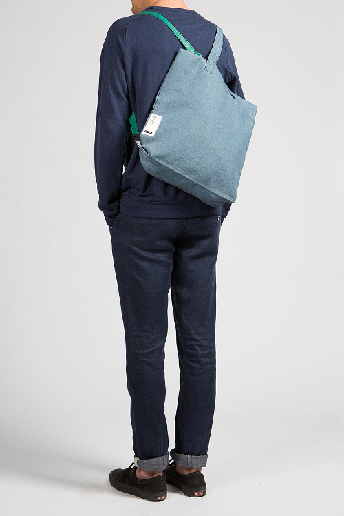 02_E001_Male_wearingstyle_backpack_big